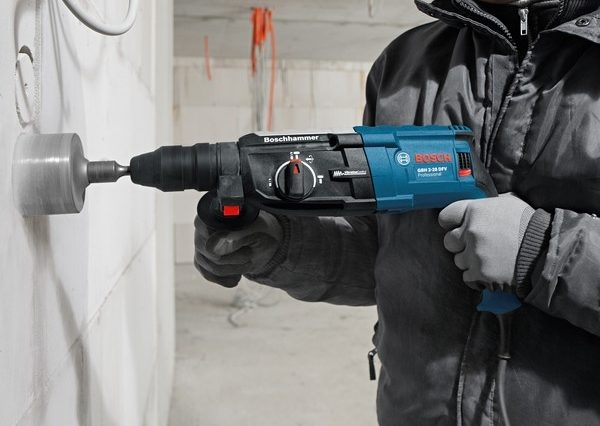 bosch-perforateur-burineur-880w